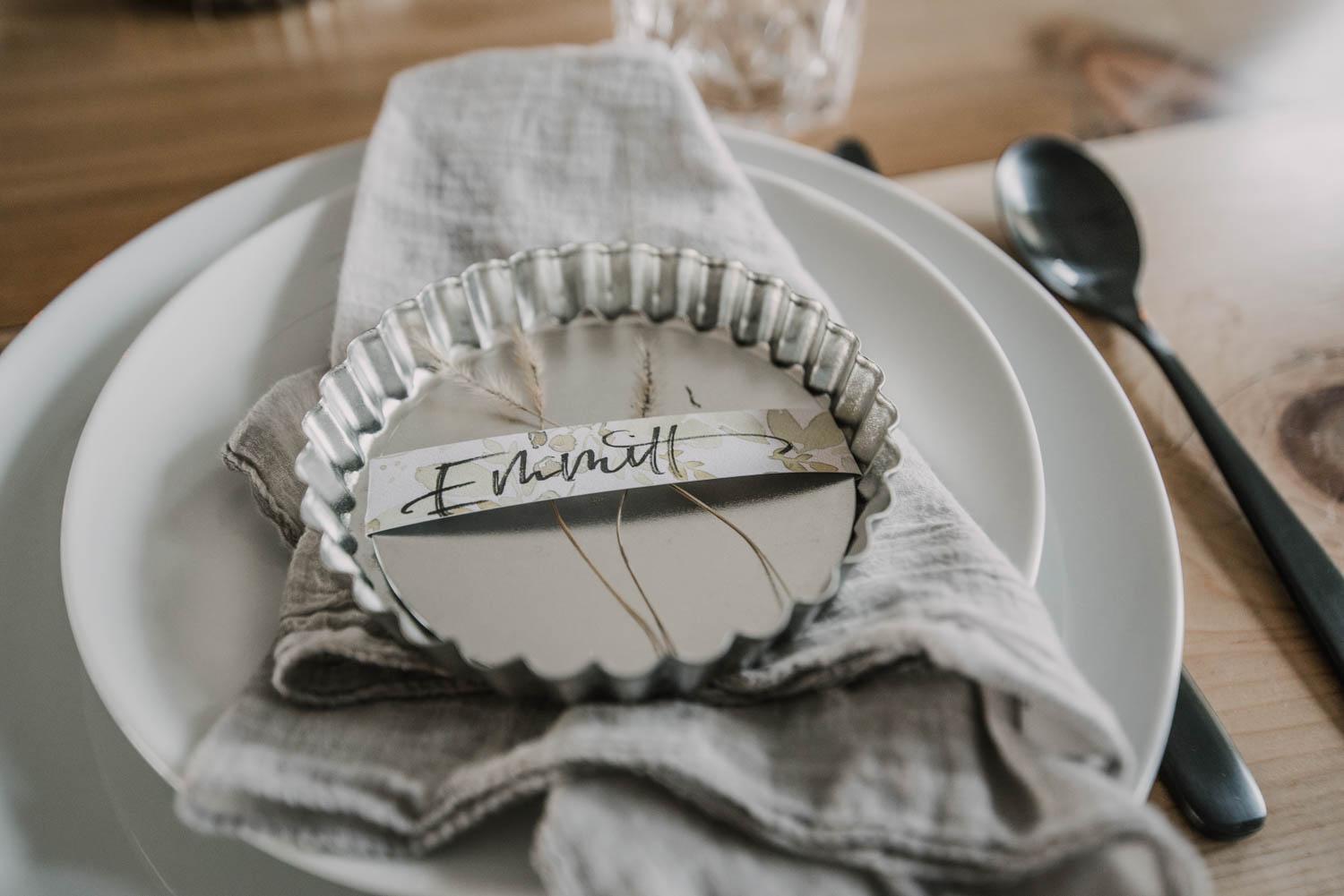Spring place card with grasses and tart pans