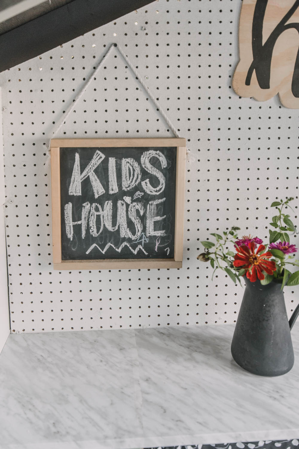 Simple hanging wood chalkboard DIY