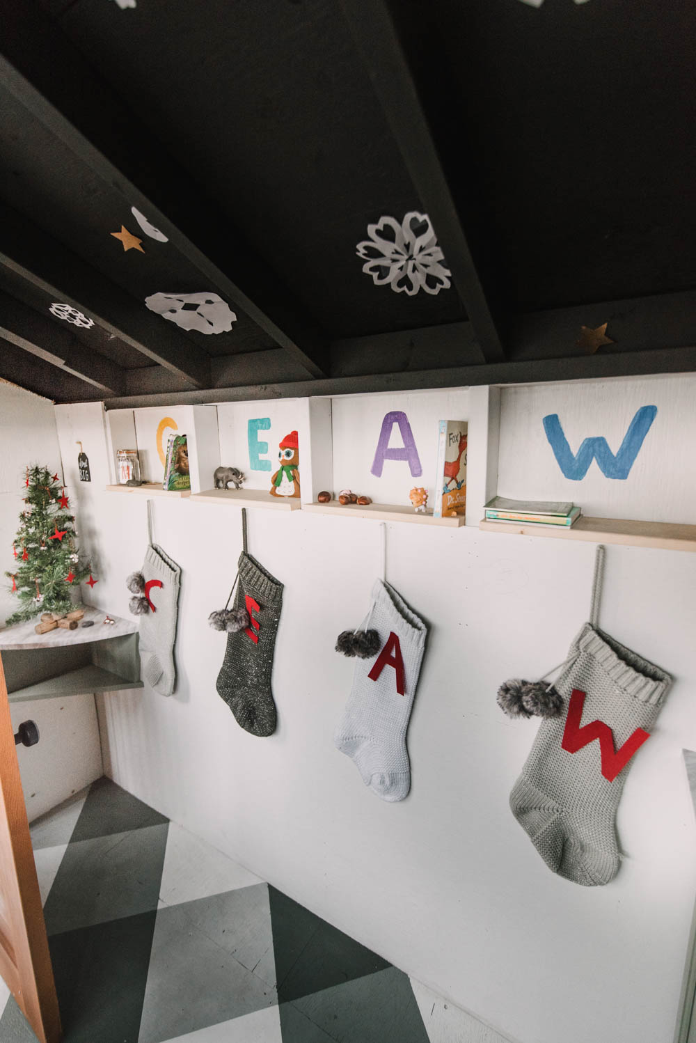 Simple Christmas Decorations for a Playhouse