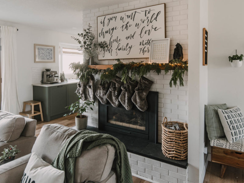 Simple Holiday Mantel Decor