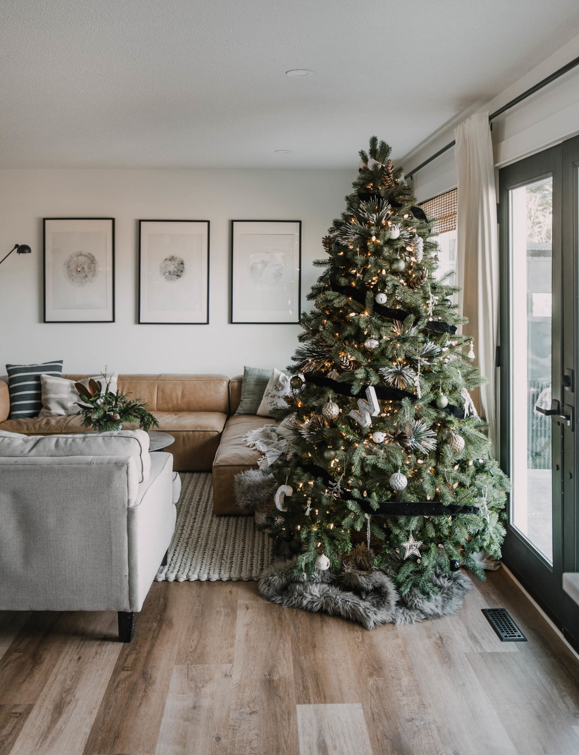 Cozy Modern Holiday Home Tour