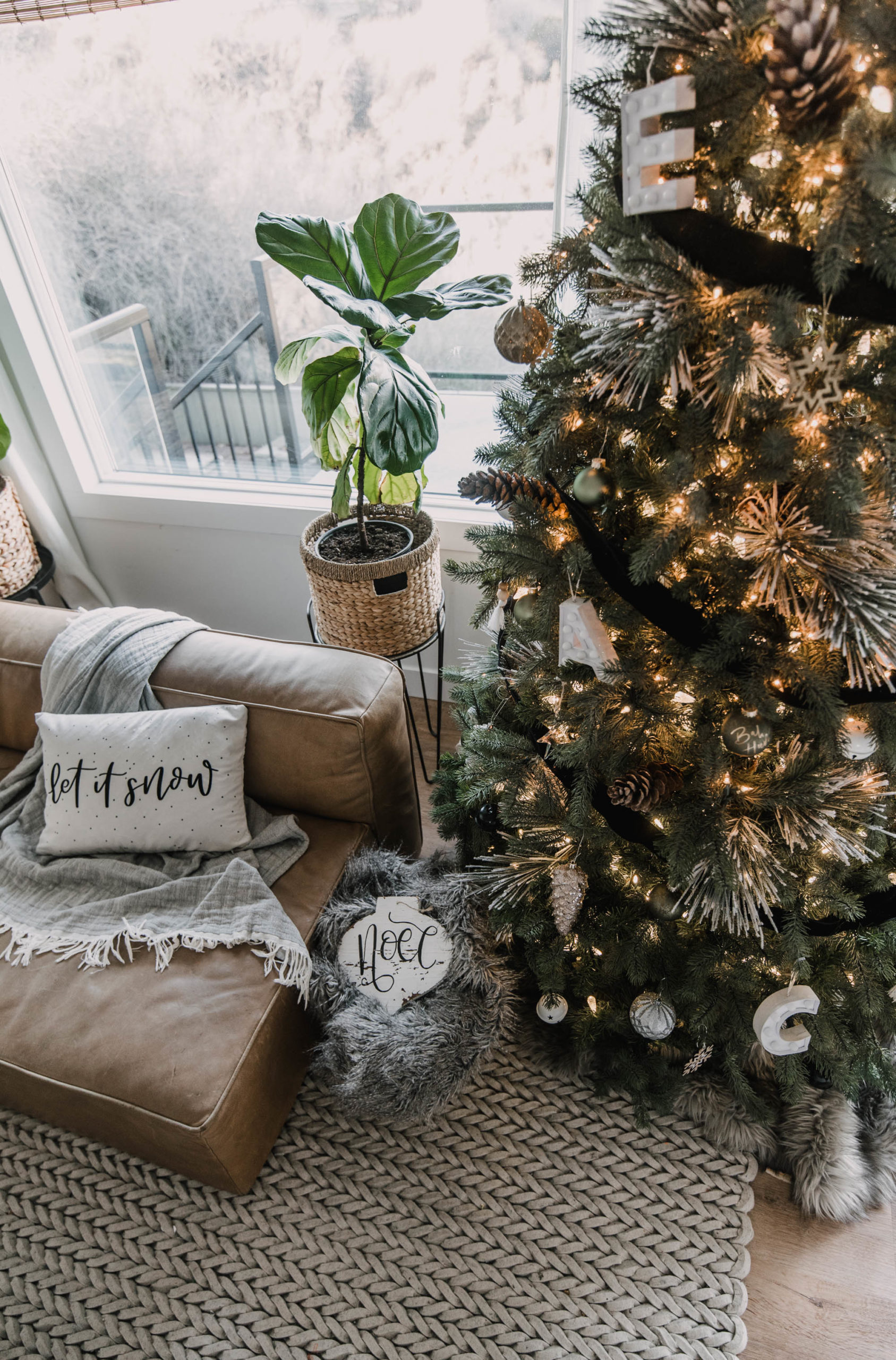Handlettered Holiday Decor