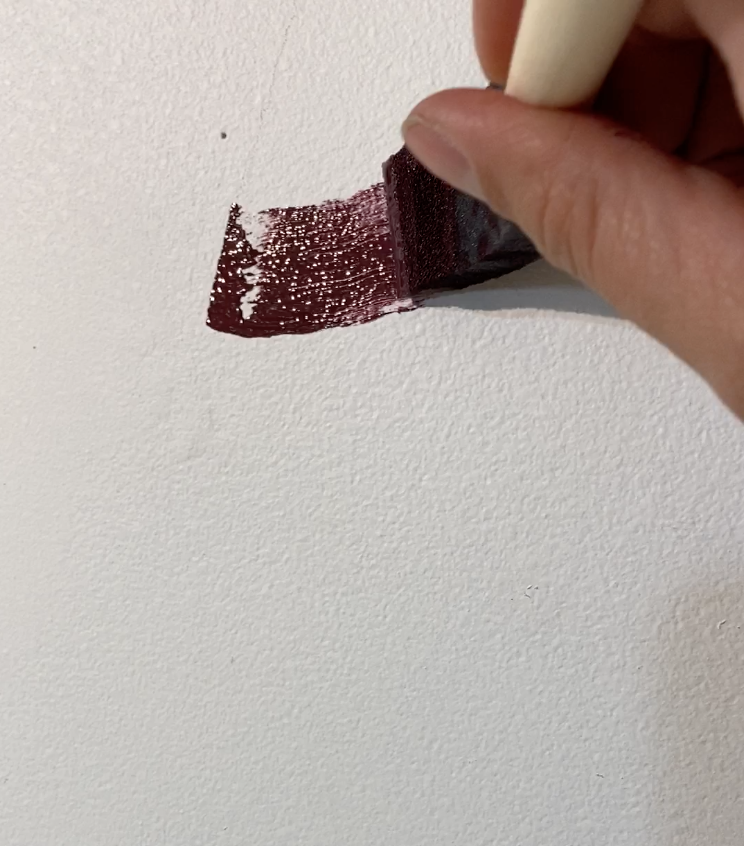 using a sponge paint brush to outline evenly sized line art