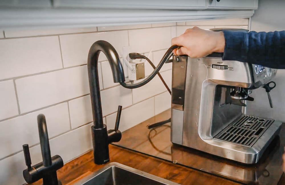 Mini sink for a coffee bar