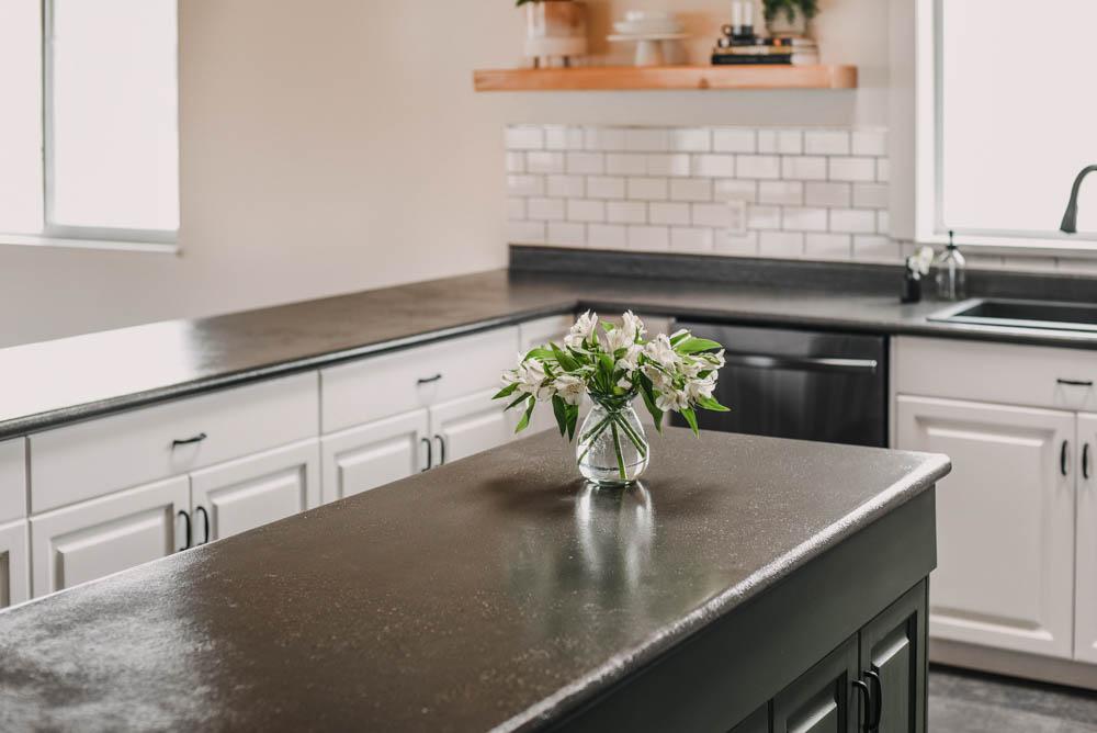Modern Farmhouse Kitchen Remodel (DIY!)