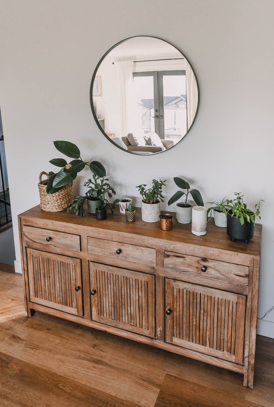 Modern and Neutral Spring Decor