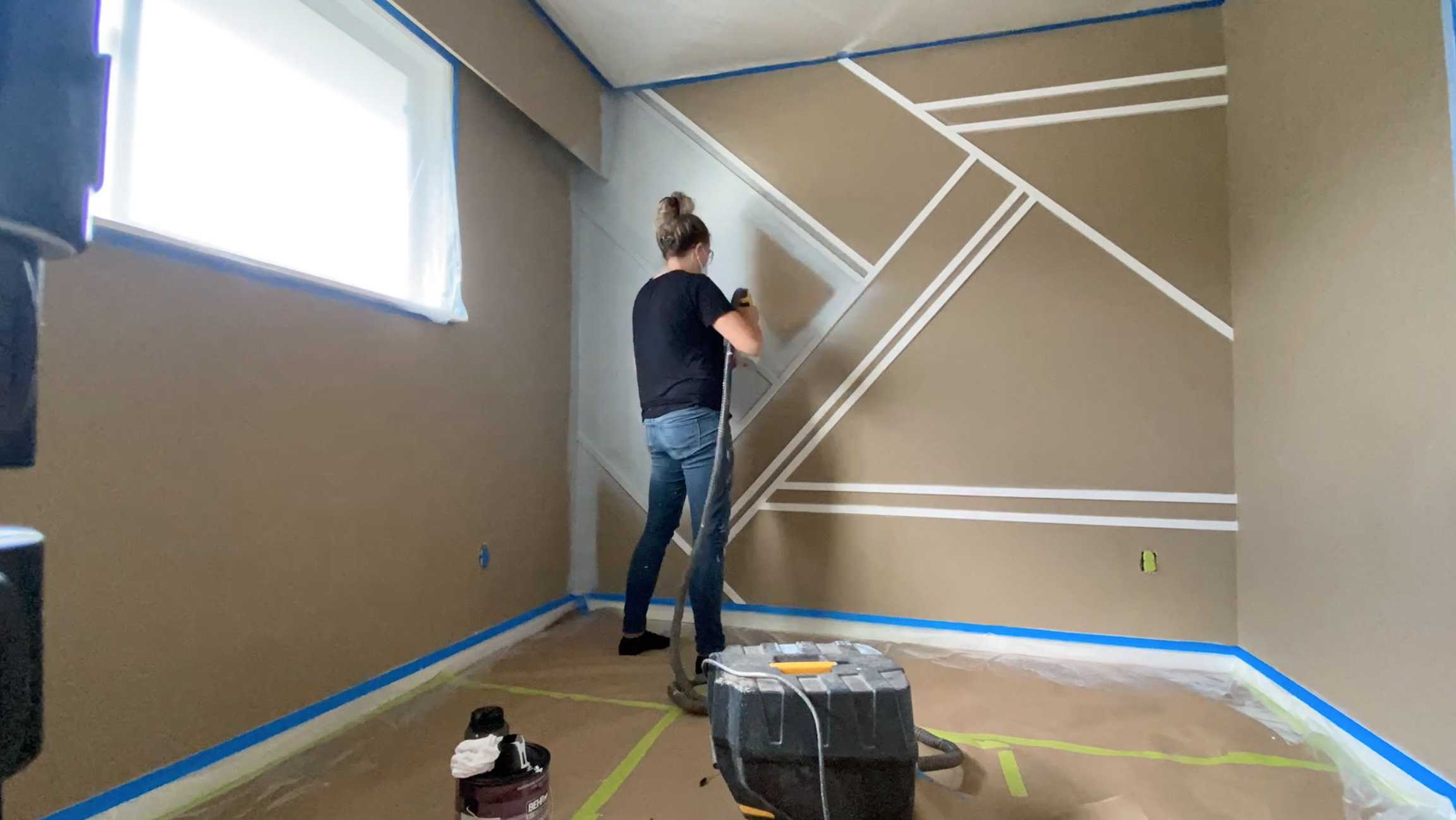 the best way to paint a moulding wall