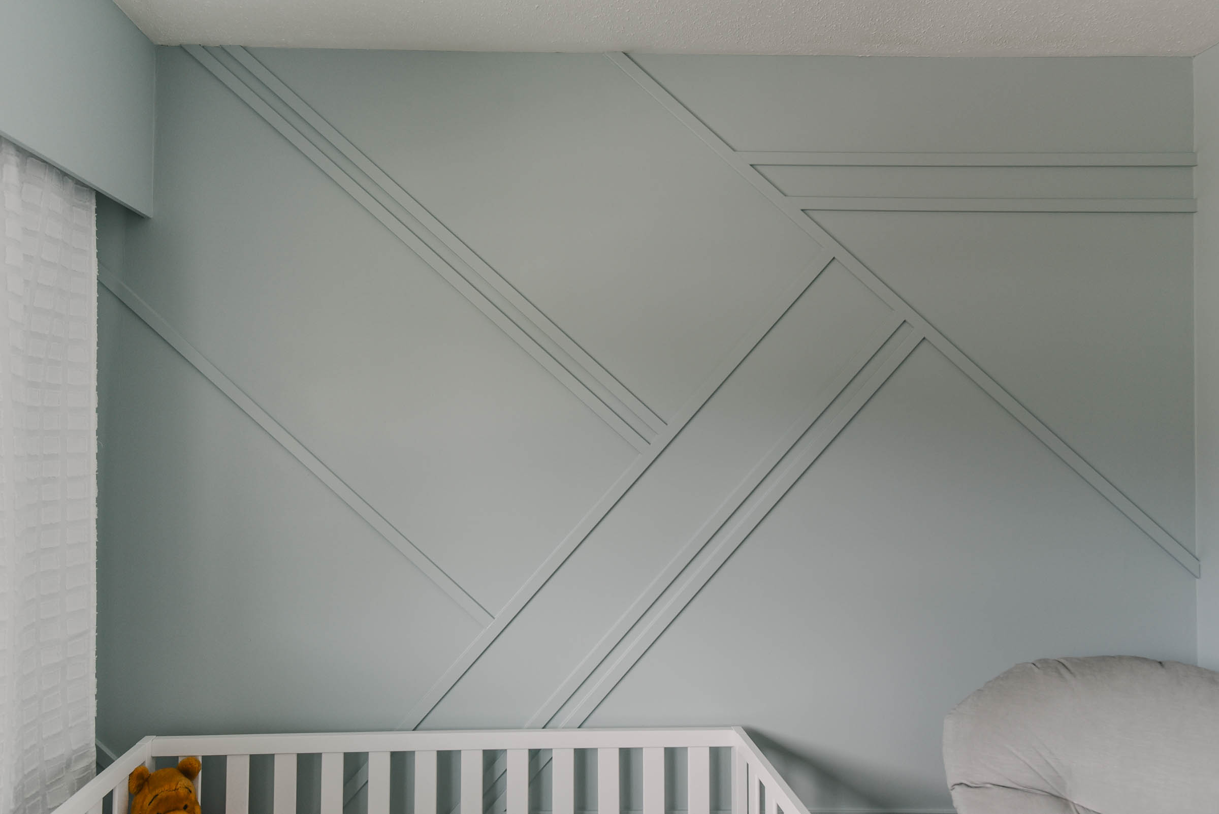 How to paint a geometric moulding wall