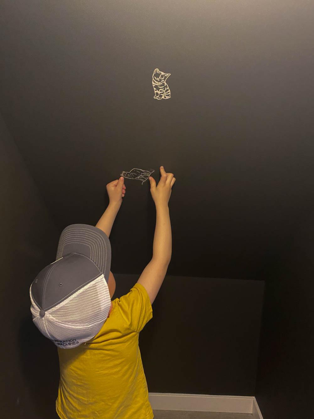 DIY Faux Wallpaper for a modern kids playroom