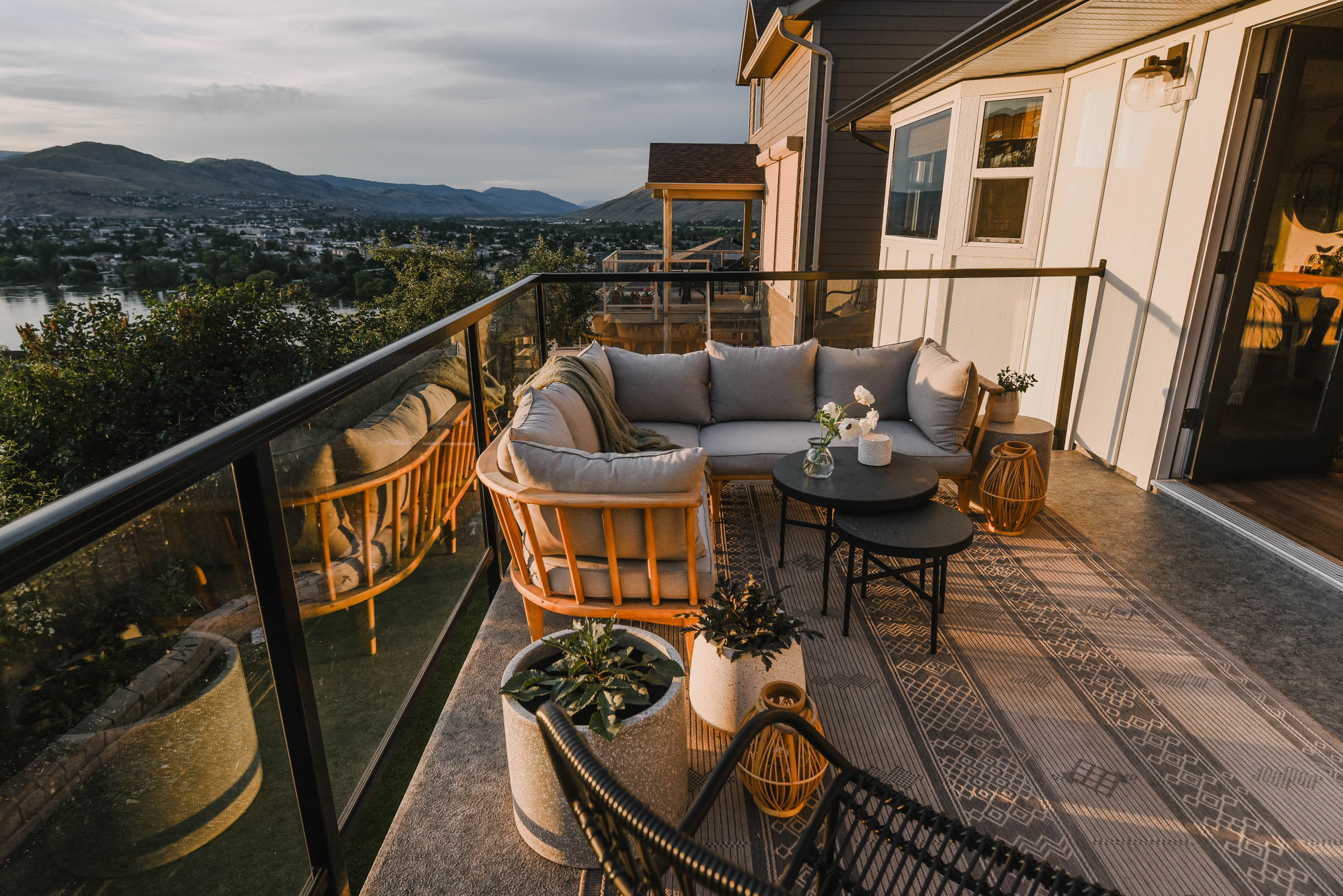 Cozy modern patio decor ideas