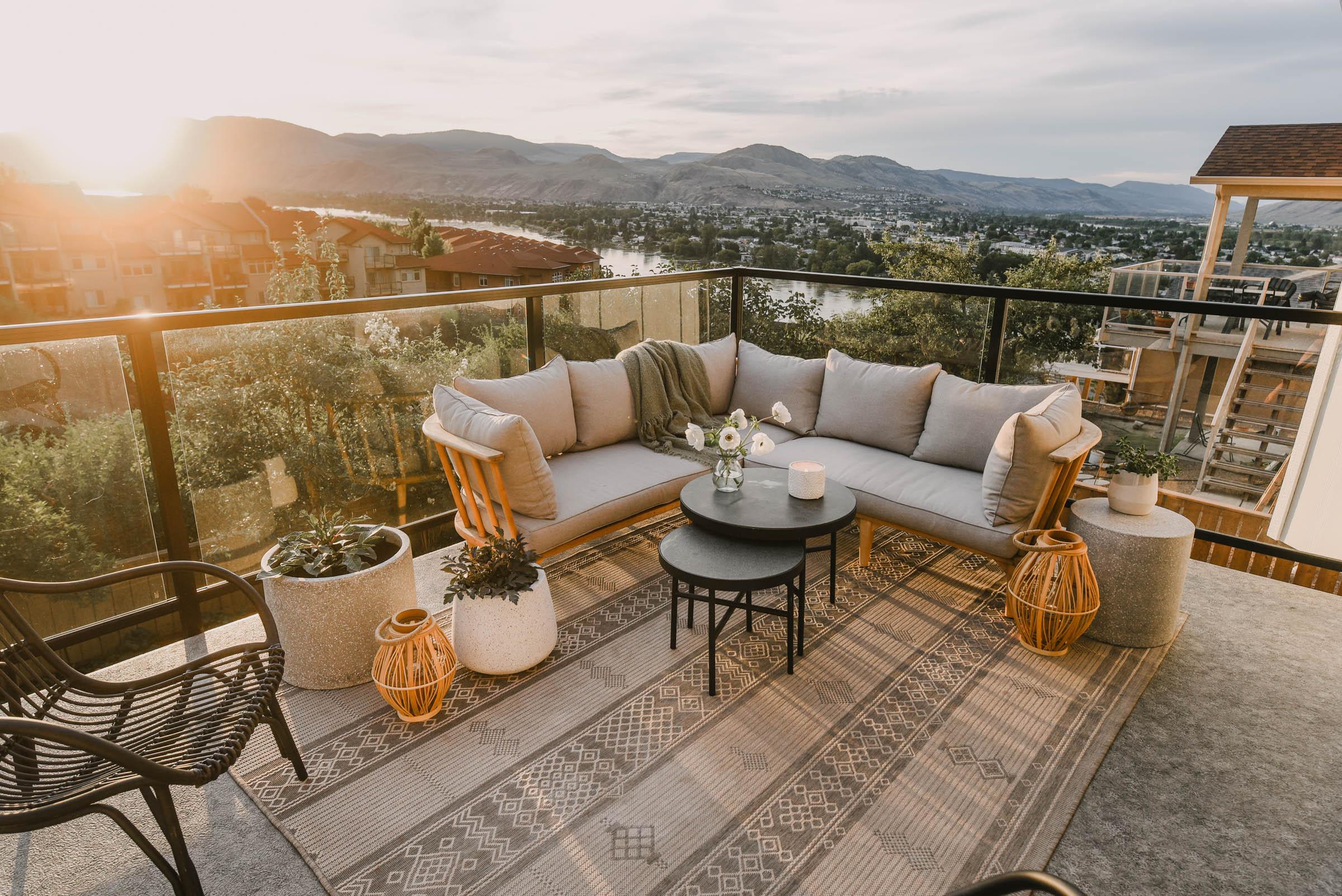 Cozy modern patio decor