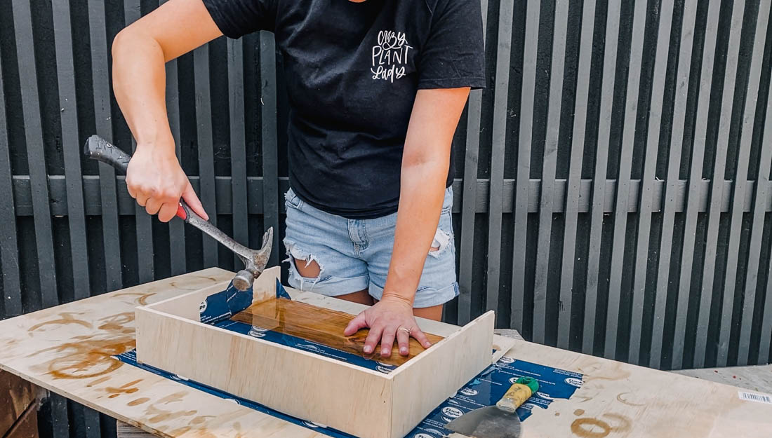How to release your resin table top from your DIY containment box