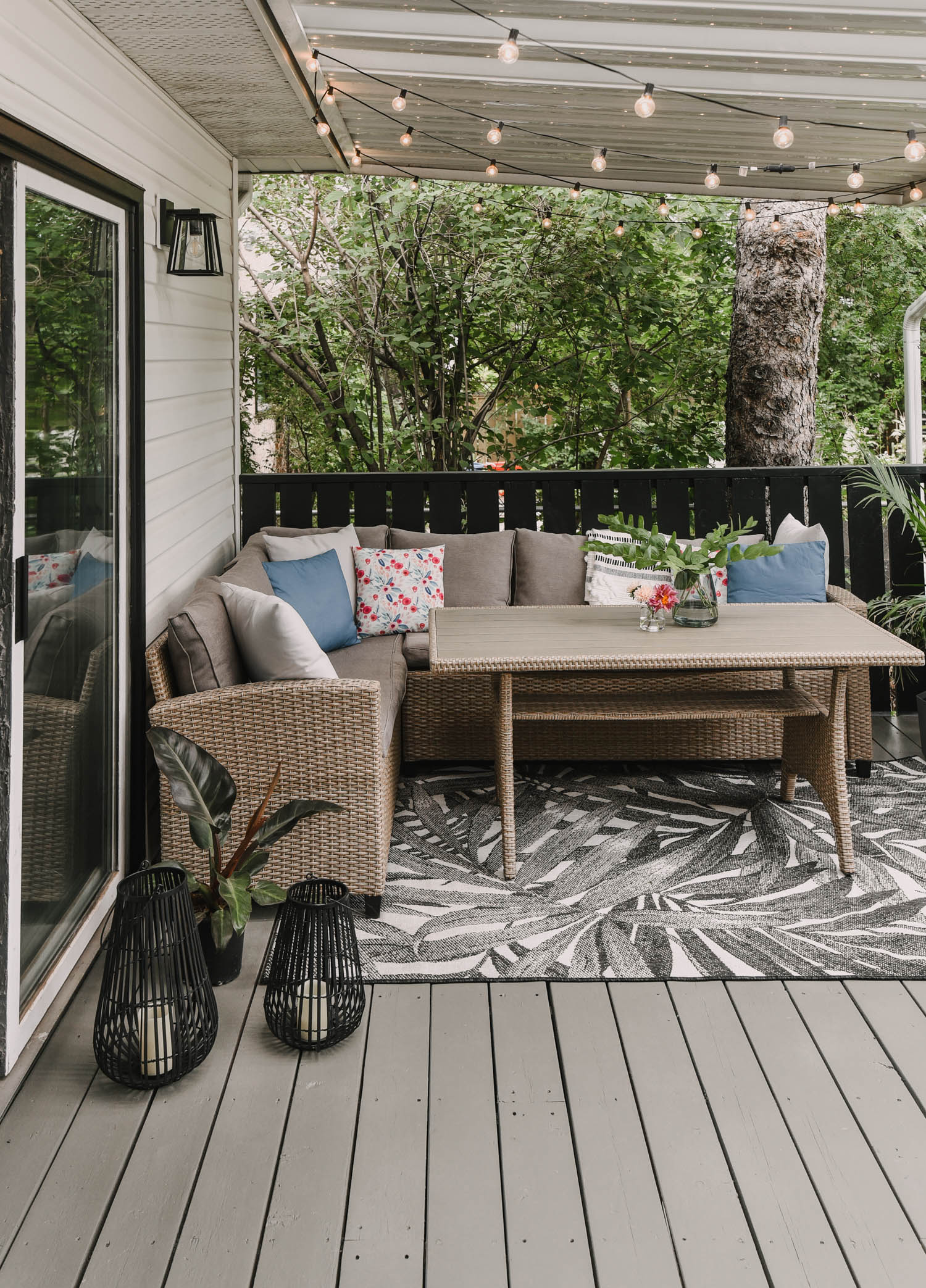 A fresh patio in one weekend?! Heck yes! From tired chipping paint and rotting wood to THIS