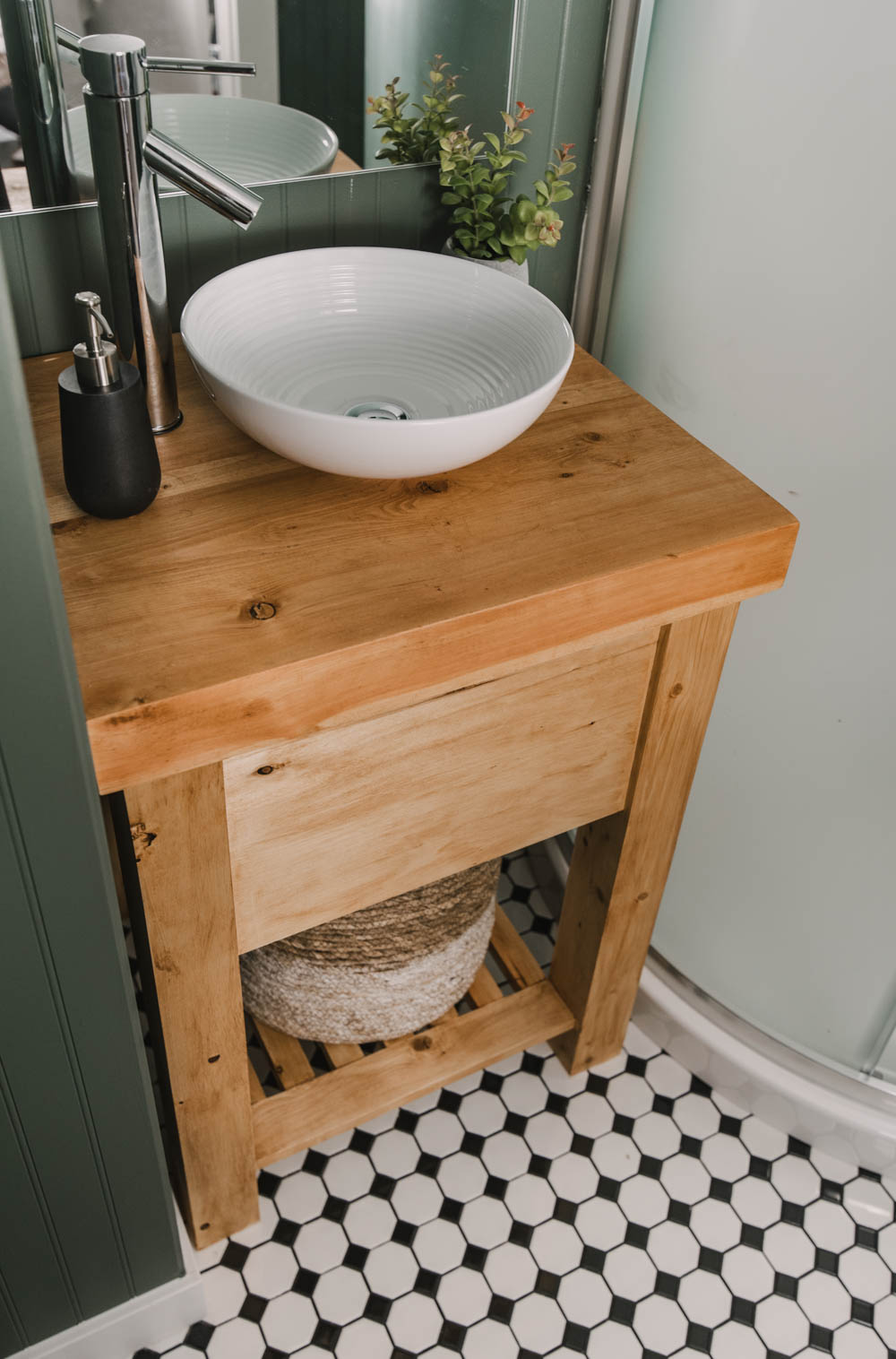 Rustic Wood Vanity for a small space (DIY)