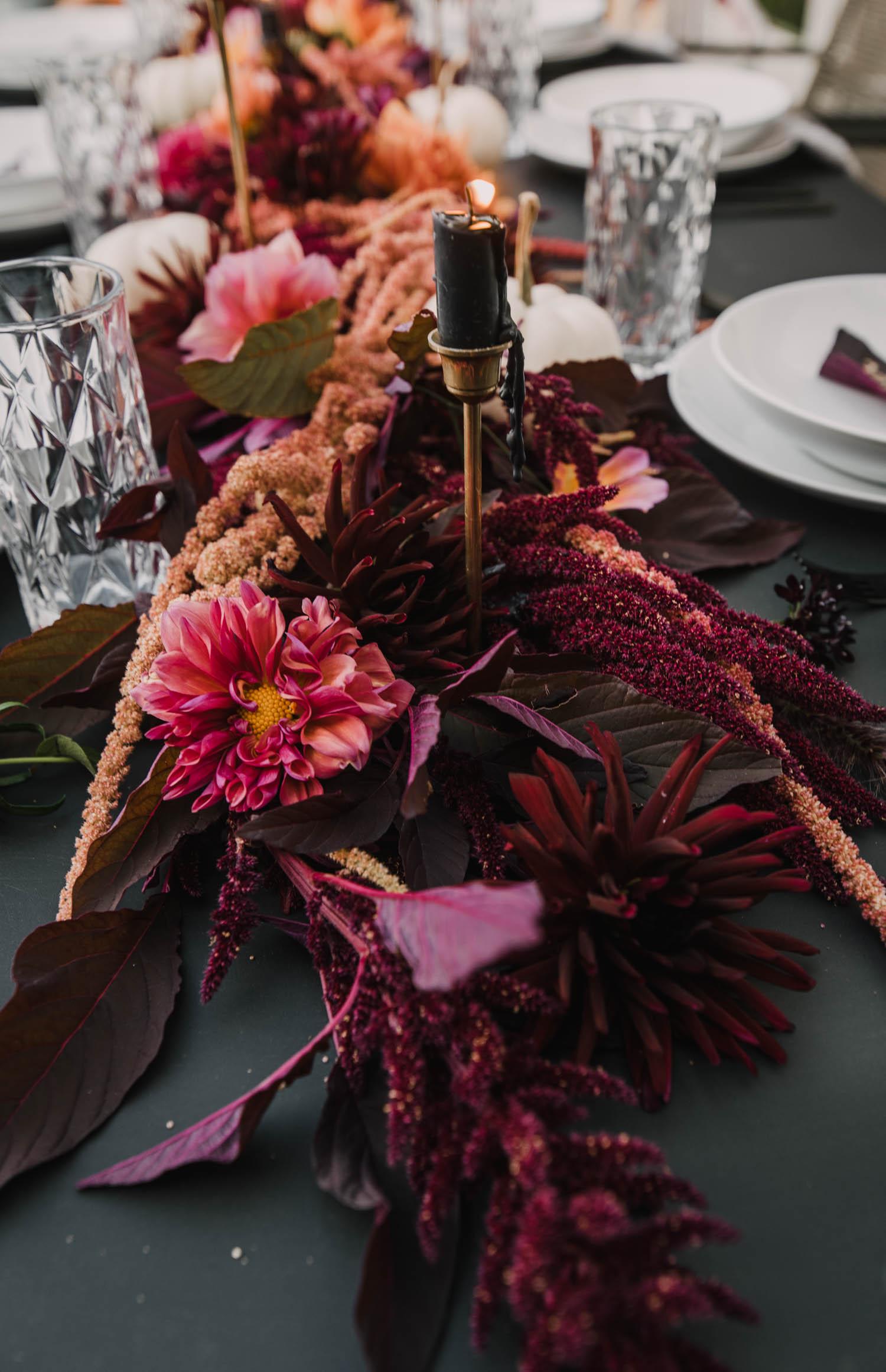 modern fall florals tablescape idea