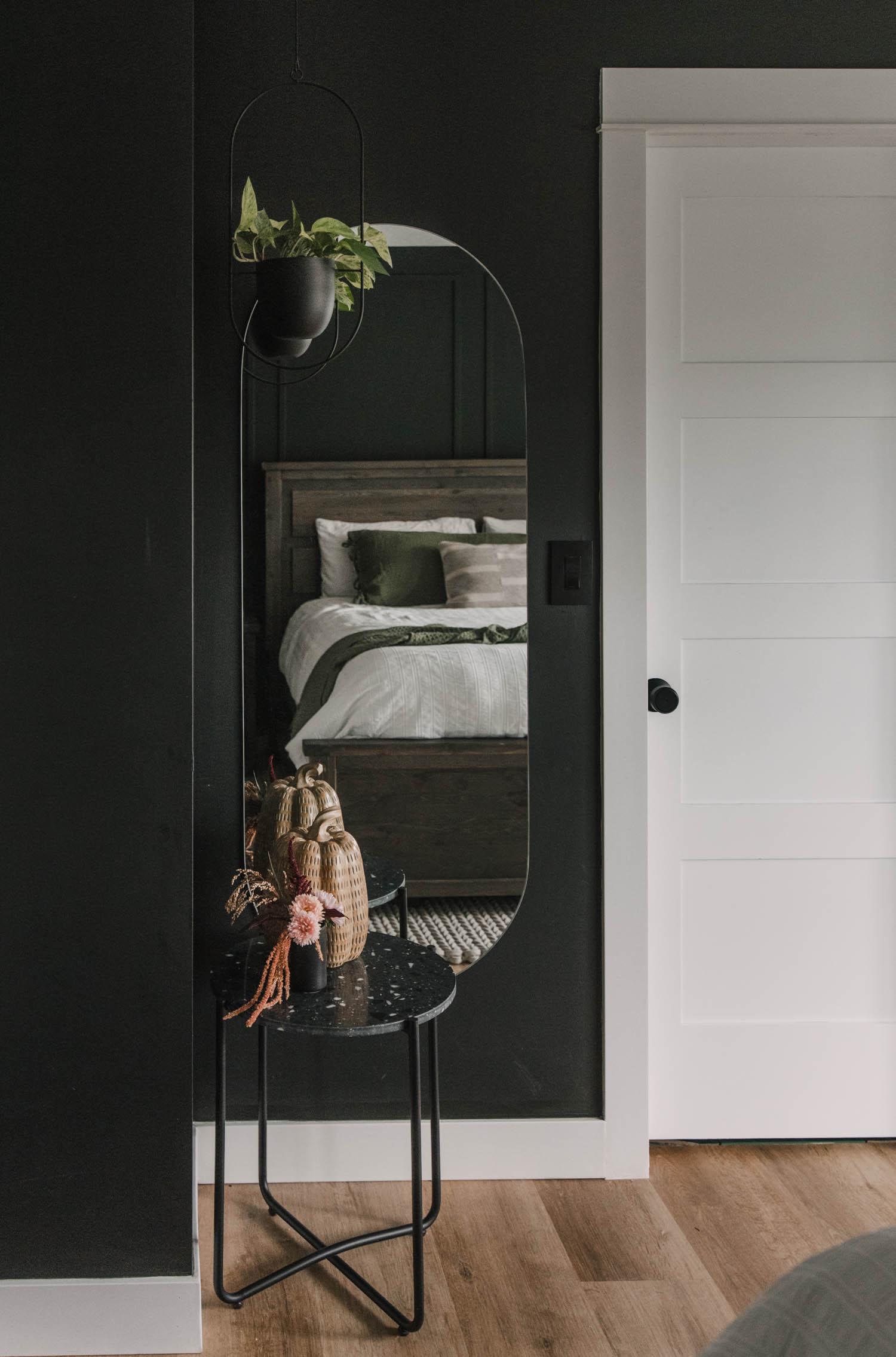 Modern Black Bedroom Decor for Fall